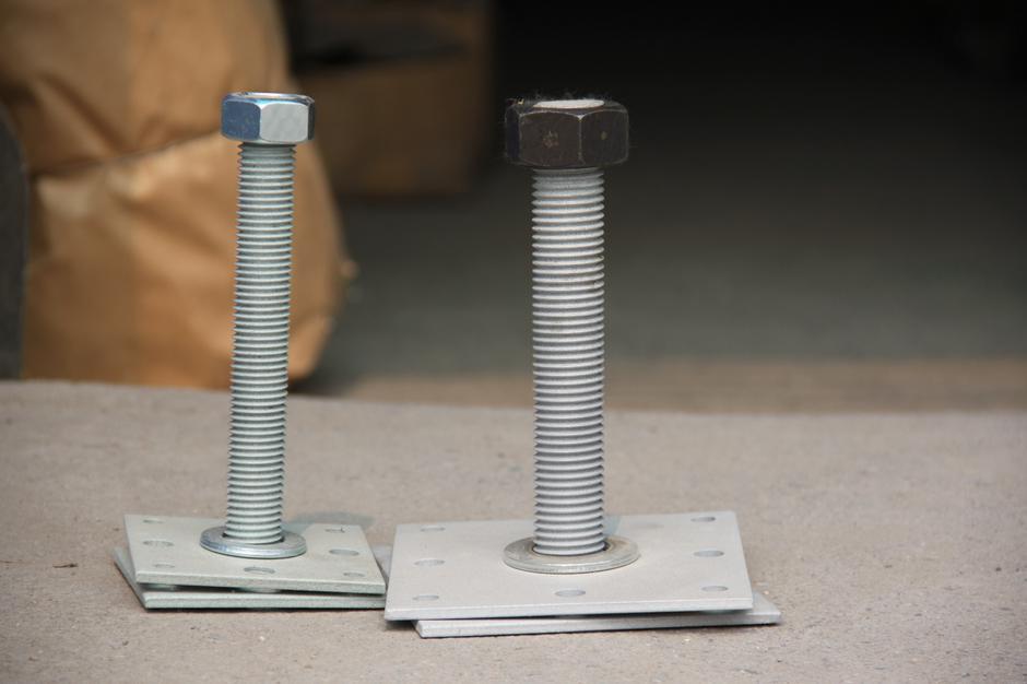 Домкрат компенсатор усадки с диаметром винта 24 мм
